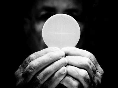 eucharist-bw-wafer