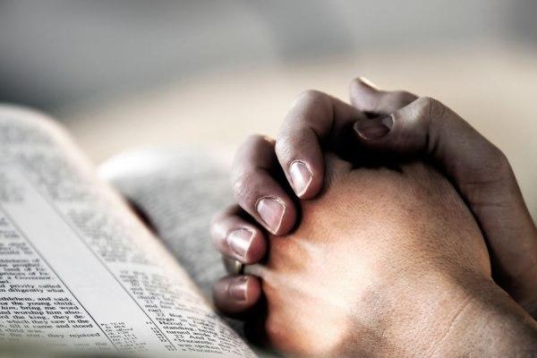 prayer-hands-bible