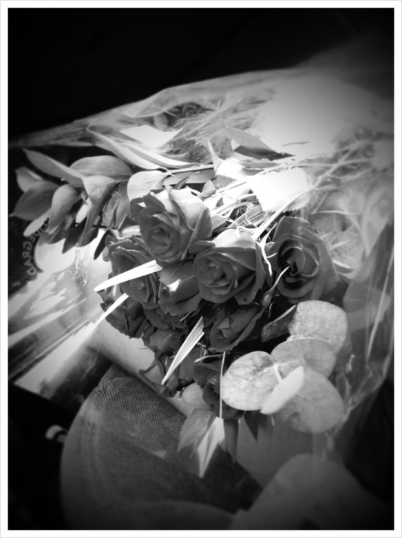 grave-bw-flowers