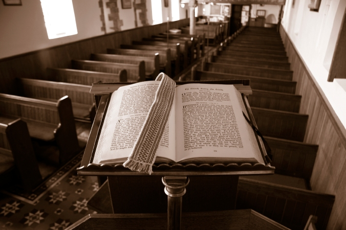 bible-pulpit-sepia