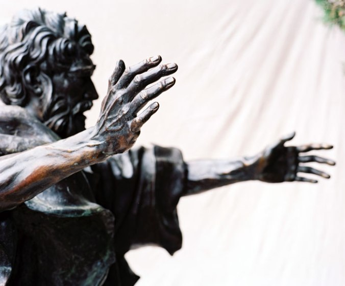 peter-preaching-statue